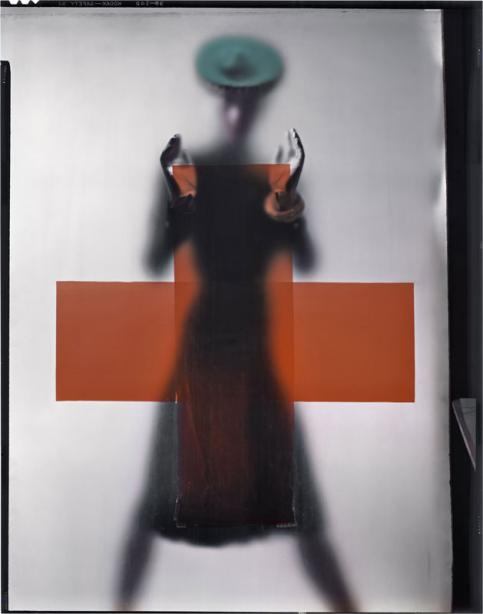 Erwin Blumenfeld Soutenez la Croix Rouge Pour la couverture de Vogue US, 15 mars 1945 © The Estate of Erwin Blumenfeld, collection Henry et Yorick Blumenfeld